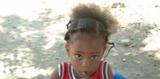 Dzaleu enfants Fillette noire triste soins cheveux tresses