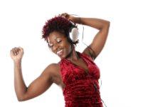 Musique afrique fille ecouteurs