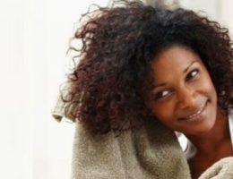 Soins cheveux naturels femme noire