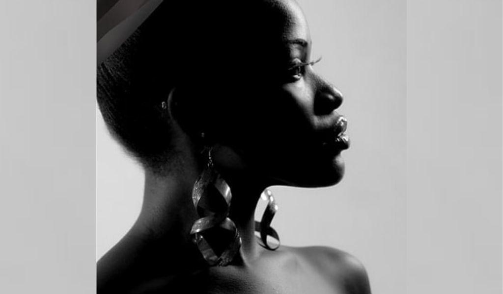 DZALEU.COM : Célébrités africaines - Reniss, Cameroun