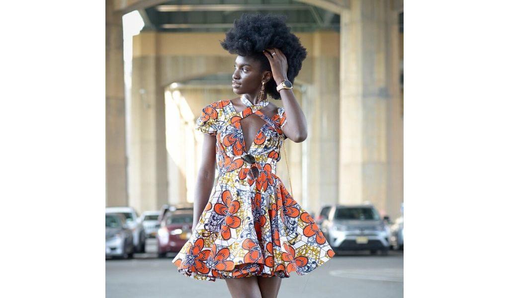 Mode africaine robe pagne - Cheveux crépus : la coupe sur le côté d'Anima Agyeman - Igers