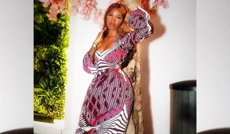 Tiwa savage en robe pagne